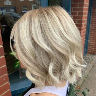 ▫️Root drag with natural foils to give texture▫️  Colour by @_hair.by.penny_   #hairdressing #colouringtechniques #lorealprofessionnel #foilsplacement #rootdrag #addingnaturalcolour #fghsaloncoltishall #norwichsalon #smallbusiness